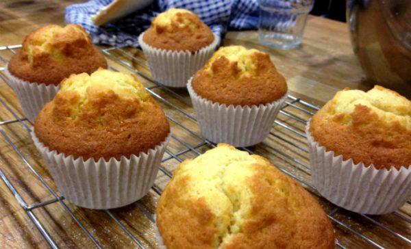 how long should you bake cupcakes at 350?